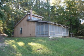 state parks cabin on Natchez State Park lake